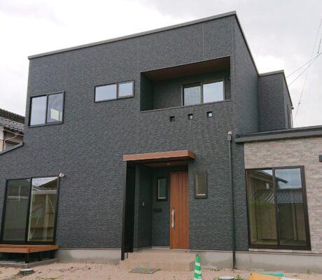 畳リビング×畳ルーム2×ゲストルームありの5LDKの家